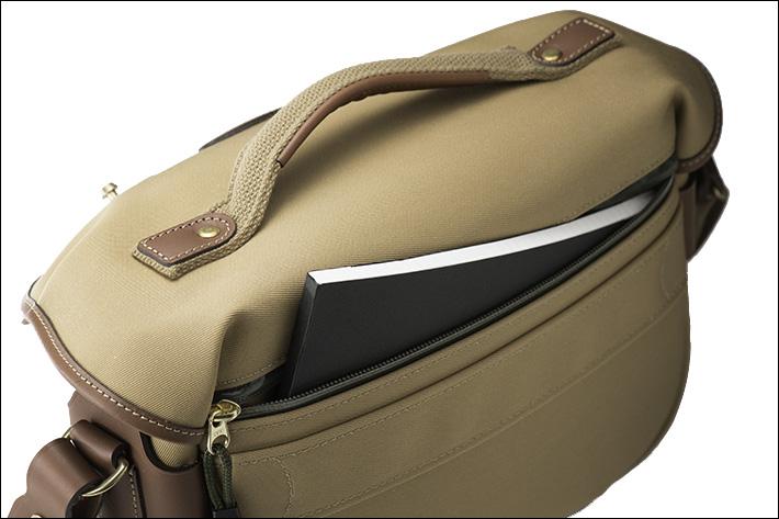 防水ジッパー仕様の背面ポケット